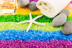 Morze sól z skorupą, kamieniami, aromata ręcznikiem, nafcianym i kąpielowym Zdjęcia Royalty Free