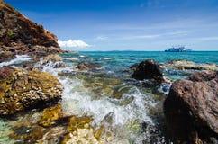 Morze statek i skała fotografia royalty free