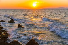 Morze zmierzchu oceanu plażowa falowa natura zdjęcia stock