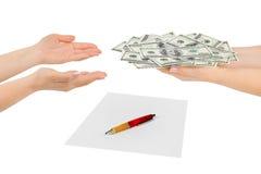 Mãos com dinheiro e contrato Fotografia de Stock