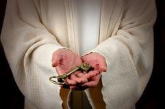 Mãos e chave de Jesus Fotos de Stock