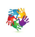 Mãos em torno do logotipo  Fotos de Stock Royalty Free