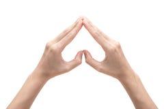 Mãos fêmeas que dão forma a um símbolo do coração no fundo branco Imagens de Stock Royalty Free