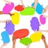 Mãos humanas que guardam bolhas do discurso Foto de Stock Royalty Free