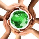 Mãos Multiracial em torno do globo da terra Fotografia de Stock Royalty Free
