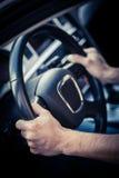 Mãos na roda de direcção Imagens de Stock Royalty Free