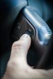 Mãos na roda de direcção Imagens de Stock