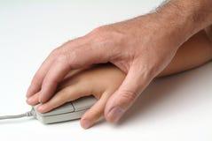Mãos no rato Imagem de Stock Royalty Free