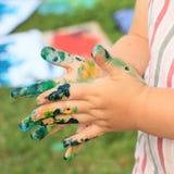 Mãos pintadas das crianças Fotografia de Stock Royalty Free