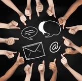 Mãos que mostram os polegares acima com símbolos excedentes do email Imagens de Stock Royalty Free