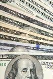 Mãos que prendem o dinheiro Subôrno no bolso dos homens de negócios Dólares da vira-lata Fotografia de Stock