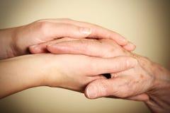 Mãos velhas e novas Foto de Stock Royalty Free