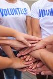 Mãos voluntárias do grupo junto Fotos de Stock Royalty Free
