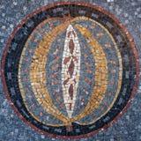 Mosaïque circulaire avec une conception au centre images stock