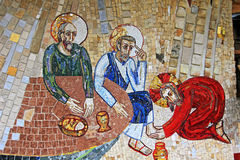 Mosaïque colorée dans le patio de l'église de Polloc Photo libre de droits