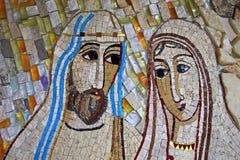Mosaïque colorée dans le patio de l'église de Polloc Image stock