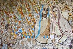 Mosaïque colorée dans le patio de l'église de Polloc Images libres de droits