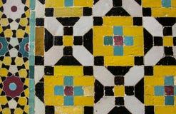 Mosaïque colorée et carreaux de céramique dans l'étable persane traditionnelle photos stock