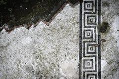 Mosaïque en partie détruite de plancher de Pompéi photographie stock libre de droits