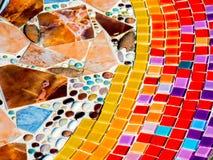 Mosaïque en verre colorée sur des tuiles Photos stock