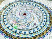 Mosaïque en verre colorée sur des tuiles Image libre de droits