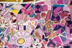 Mosaïque florale en parc Guell, Barcelone, Espagne Images libres de droits