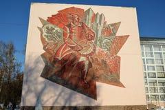 Mosaïque sur le mur du palais de la jeunesse dans Togliatti photos stock