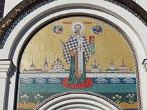 Mosaica La imagen de San Nicolás sobre la entrada en la catedral en el monasterio de Nikolsky, Pereslavl-Zalessky, Rusia Imagen de archivo