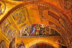 Mosaici Venezia dell'arco dorato della basilica del contrassegno santo Immagini Stock Libere da Diritti