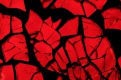 Mosaico al azar: pedazos de vidrio retroiluminado rojo vivo imagen de archivo
