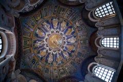 Mosaico azul marino del techo del baptisterio del neoniano en Ravena Fotografía de archivo libre de regalías