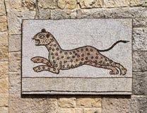 Mosaico bizantino que representa un funcionamiento del leopardo. Fotos de archivo
