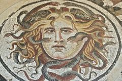 Mosaico com a cabeça do Medusa em Roman Museum nacional imagem de stock royalty free