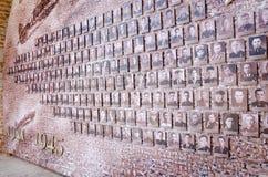 Mosaico da linha da frente velha das fotos na parede do Kremlin Imagem de Stock