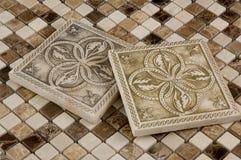 Mosaico da telha e do travertino da porcelana imagem de stock royalty free