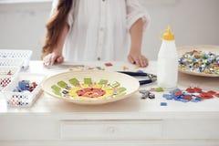 Mosaico de cristal colorido en la tabla Imágenes de archivo libres de regalías