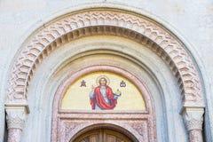Mosaico de la imagen de dios sobre la entrada de una iglesia Fotos de archivo