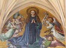 Mosaico de la Virgen María del portal principal de la iglesia de Maria Gestade en Viena imagen de archivo