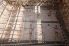 Mosaico de las muchachas del bikini en el chalet Romana del Casale Foto de archivo