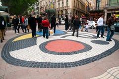 Mosaico del pavimento de Juan Miro, Barcelona foto de archivo libre de regalías