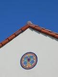 Mosaico delle mattonelle sotto il tetto rosso Immagine Stock Libera da Diritti