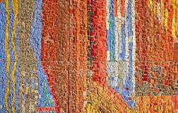 Mosaico di pietra variopinto sulla parete delle mattonelle variopinte Fotografia Stock