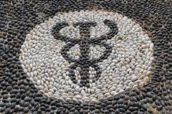 Mosaico do seixo do símbolo de Hypocrates foto de stock royalty free