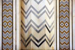 Mosaico marmorizzato particolare delle righe dentellate simmetriche Fotografia Stock