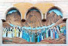 Mosaico que representa Jesus Christ na entrada de uma igreja cóptico pequena com um patamar de madeira da coluna fotografia de stock royalty free
