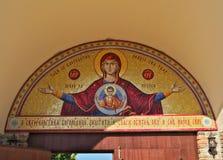 Mosaico religioso en la entrada del monasterio, Serbia fotos de archivo libres de regalías