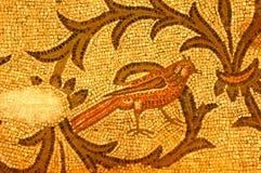 Mosaico romano di un uccello fotografia stock