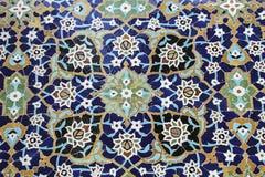 Mosaico variopinto e piastrelle di ceramica nello stile persiano tradizionale sulla tomba della parete di Sheikh Safi al-Din, Ard immagine stock libera da diritti