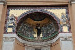 Mosaicos das escadas santamente exteriores que constroem o close-up Indicadores velhos bonitos em Roma (Italy) Imagens de Stock Royalty Free