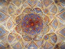 Mosaicos densos bonitos da decoração do teto no palácio de Isfahan foto de stock royalty free